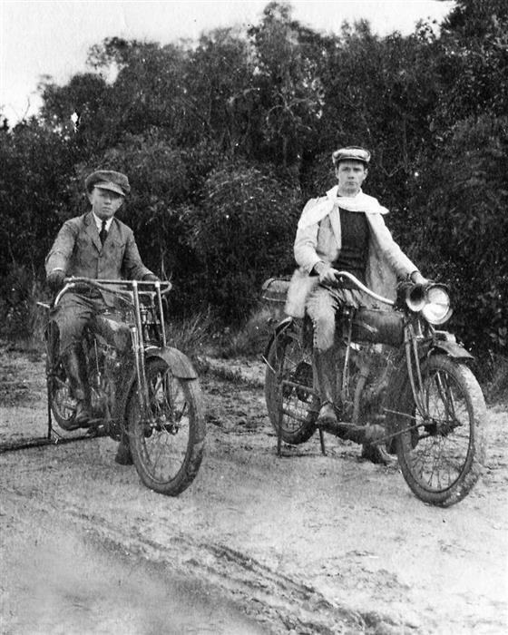 A primeira viagem de moto do Brasil registrada.