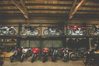 moto-na-garagem